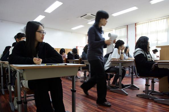 studentsfacecrucialexamsuniversity4f7z9vy89mkl